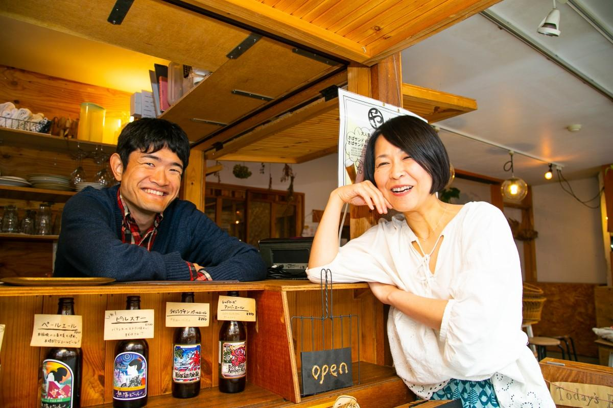 「どんな世代の人でも相談に来てほしい」と渡辺さん(写真左)