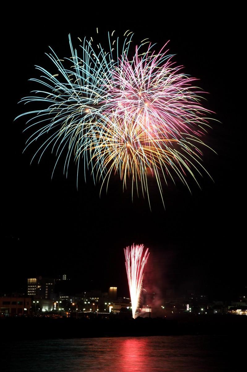 「今回の花火大会と同規模」という伊東温泉「夢花火」の様子(提供=伊東市)