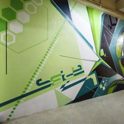 「Football Cafe SFIDA」正面向かって右側の外壁に描かれたFATEさんによるグラフィティアート