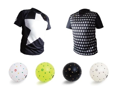 店内で販売する「SFIDA」ブランドのウエアやボール
