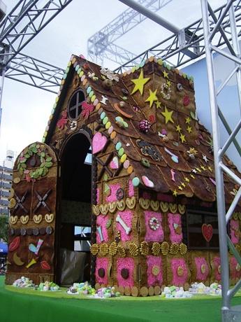 今年は新たに「お菓子の家」と共に撮影した写真限定の「スマイルフォトコンテスト」も開催される (写真=昨年の様子)