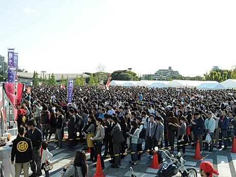 「ここだけでしか食べられない」日本全国のご当地ラーメン、有名店によるコラボラーメンを求めてラーメン好きが集結する、「東京ラーメンショー」(写真は昨年の様子)