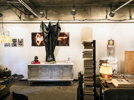 アートユニット・sosopの作品が展示された、ブックス&ギャラリー「SNOW SHOVELING」店内の様子