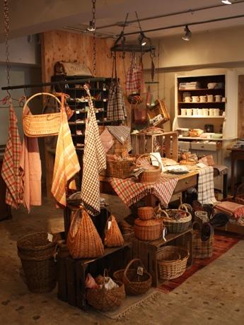 主力ブランド「Dil se handloom」のテキスタイルアイテムや国内外の一点もの雑貨を集めた「POST generalstore」店内の様子