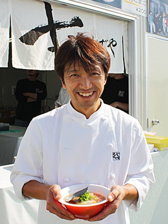 故・佐野実さんの「支那そばや」創業時の味を弟子たちが復刻再現した「佐野実の醤油らぁ麺」