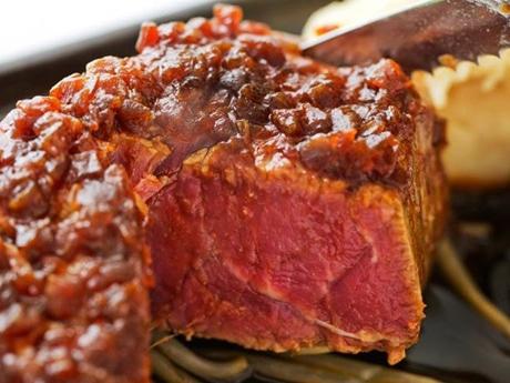 全12日間にわたって肉料理が集結する今年の「肉フェス」。注目店ブースの一つ、肉オクが話題の「Fillet Bar HOUZAN 銀座数寄屋橋店」(写真はイメージ)