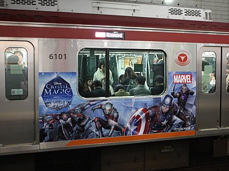 大井町線は「マーベル」モチーフのラッピング車両。アベンジャーズシリーズの「キャプテン・アメリカ」「ファルコン」などが描かれている