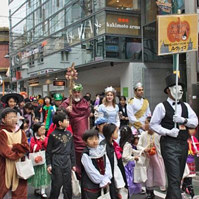 仮装した子どもたちが自由が丘商店街を巡る「ハロウィンパレード」(写真は昨年開催時の様子)