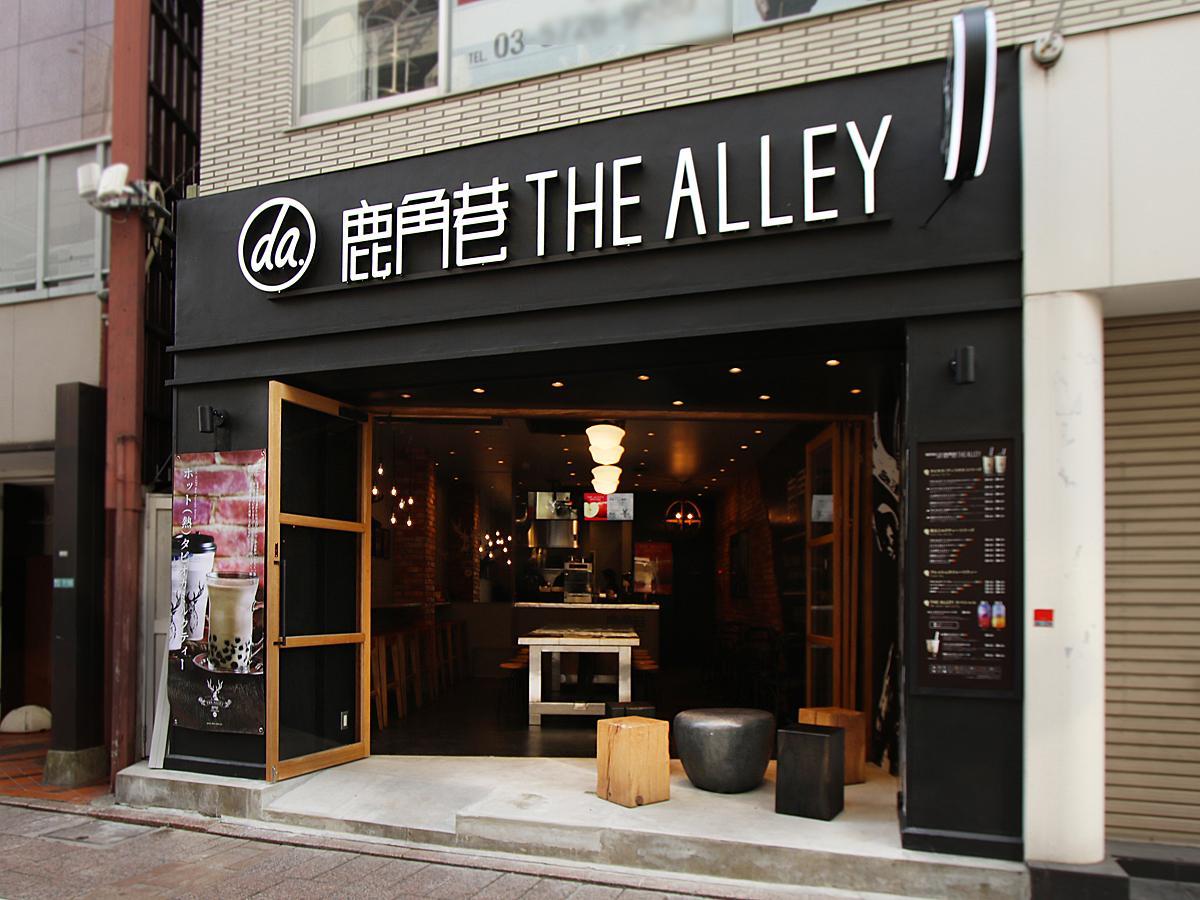 黒を基調に同ブランドロゴにもなっている鹿のイラストや丸看板などが目を引く「THE ALLEY(ジ アレイ)自由が丘店」外観