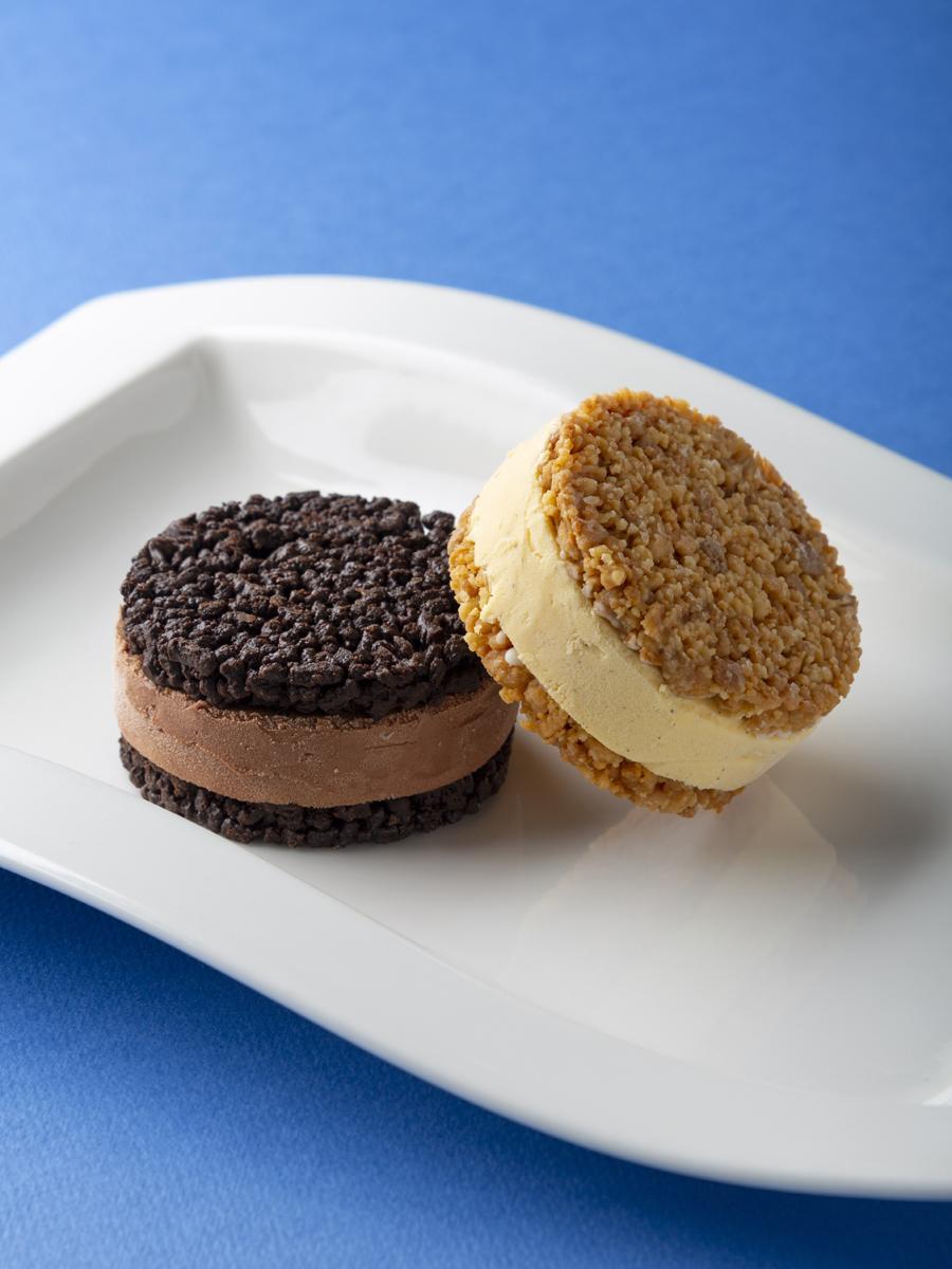 オリジンヌ・カカオの夏季限定商品(写真右から)「クッキー サンド バニラ」「クッキーサンド ショコラ」