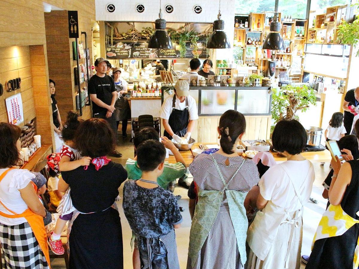 「Mr.FARMER 駒沢オリンピック公園店」で開かれる夏休み親子向け料理教室(写真は前回開催時の様子)