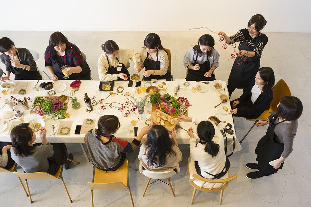 少人数制で学ぶ「おいしい教室」(写真はイメージ)