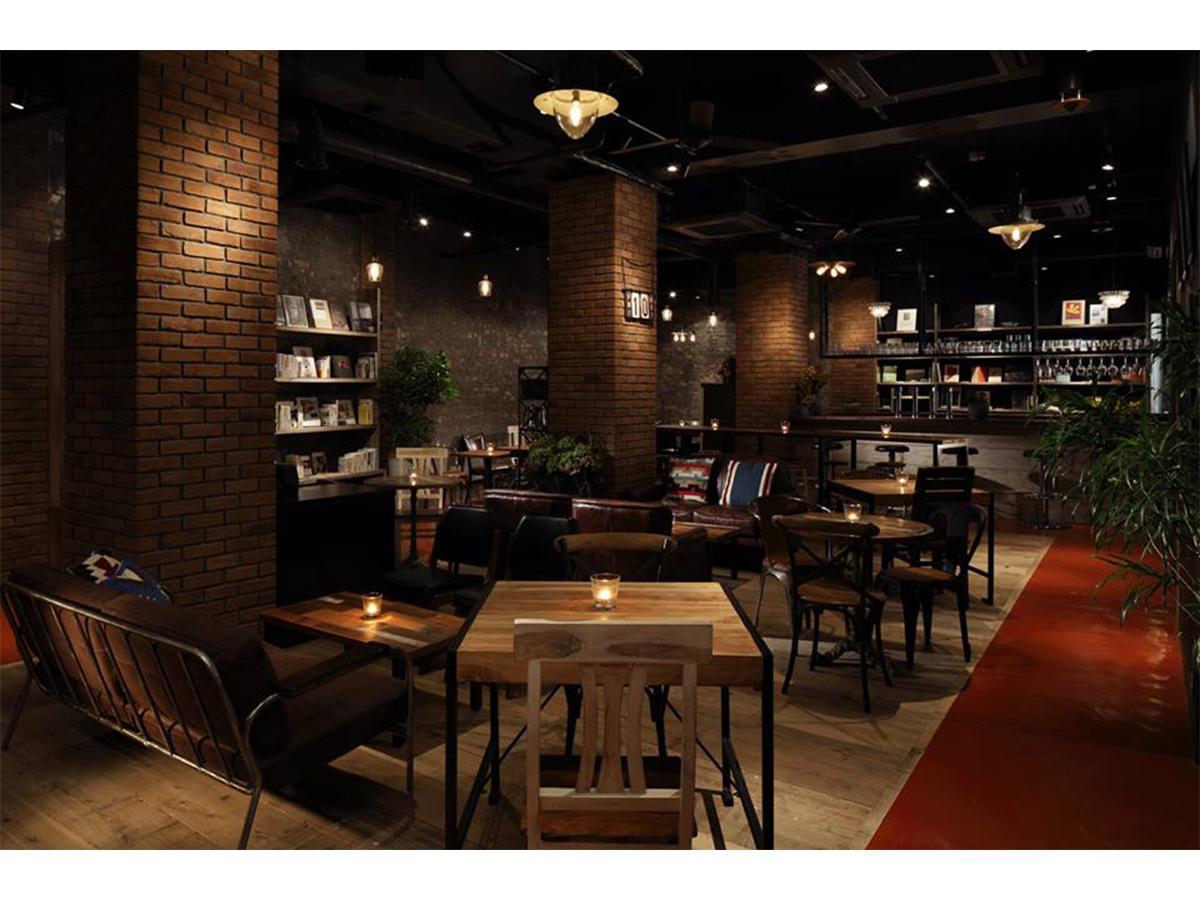 4周年を迎えた「BLUE BOOKS cafe(ブルーブックスカフェ)自由が丘」店内の様子