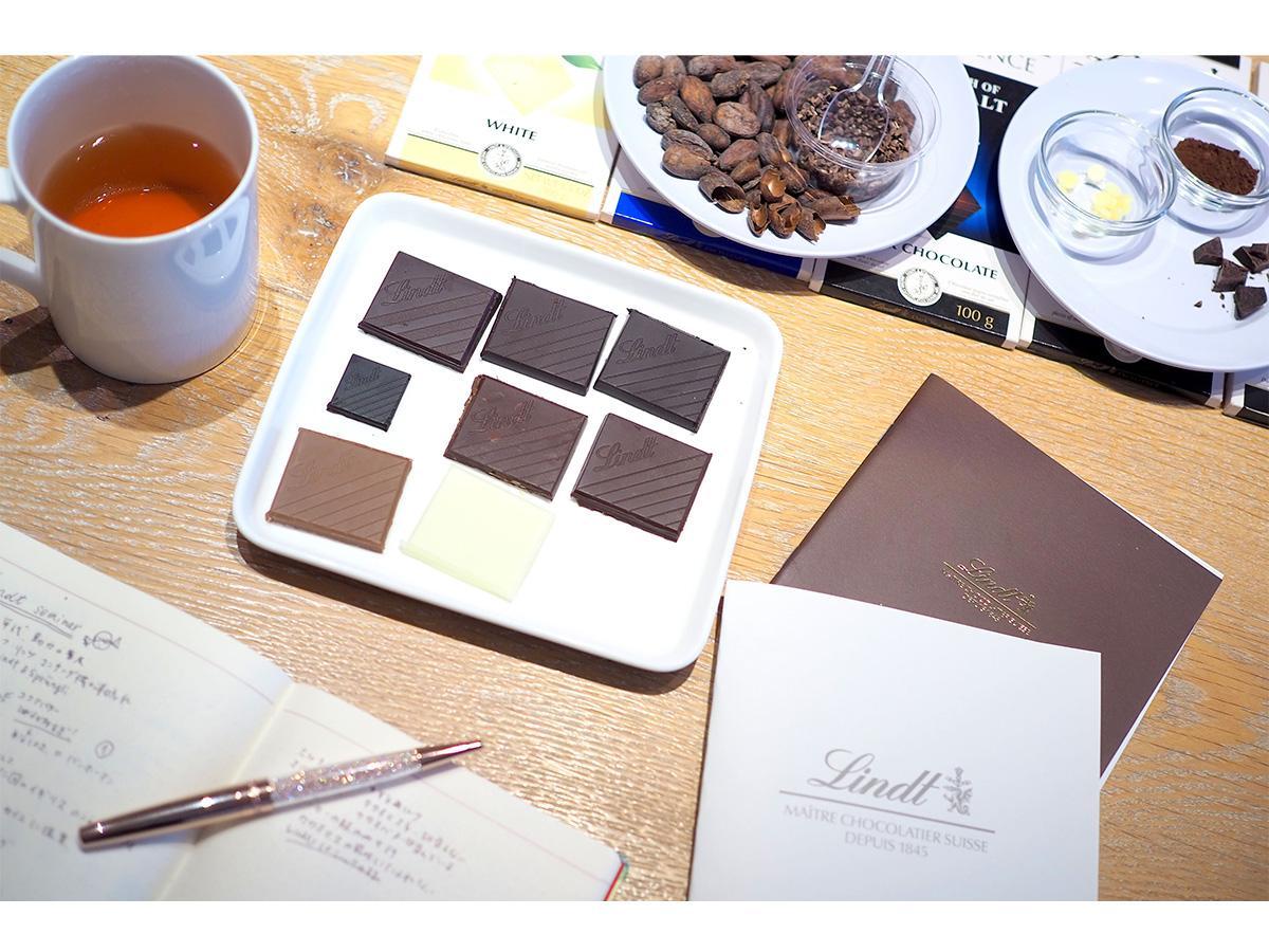 ハイカカオチョコレートやフレーバーチョコレートの味や風味の違いを学ぶ「テイスティング」の様子