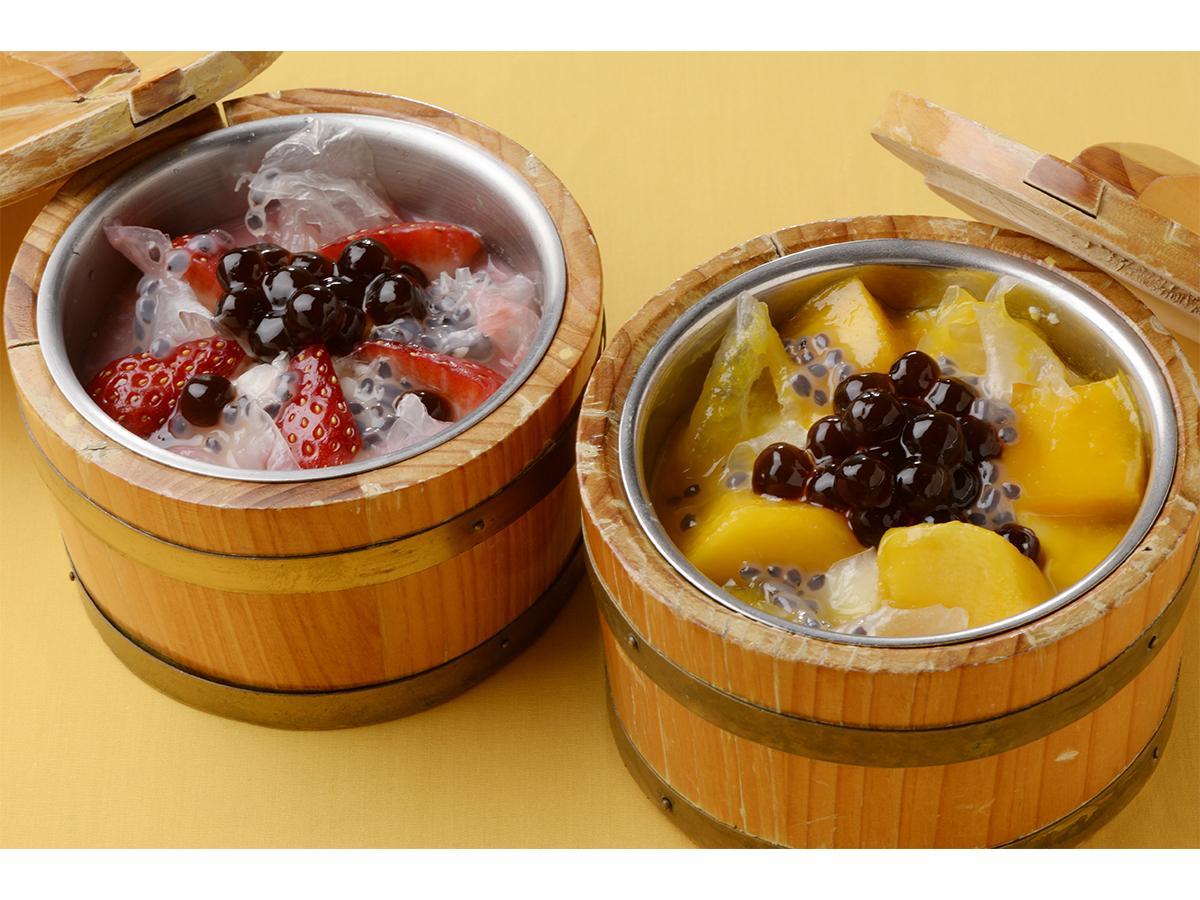 (写真右から)HONG KONG SWEETS果香の「マンゴー豆腐花」「いちご豆腐花」