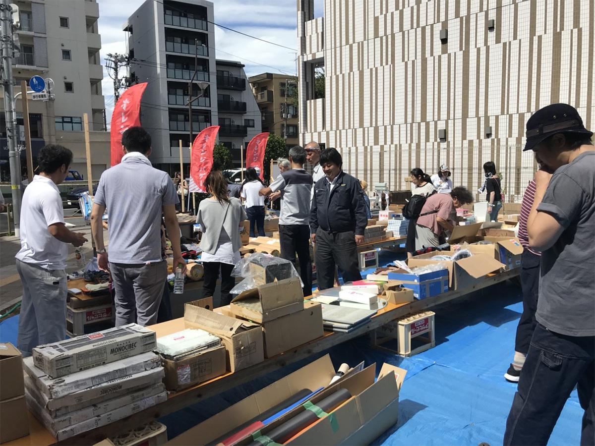 マンション建築現場で不要となった建築資材を提供する「オレンジバザー」(写真は過去開催時の様子)