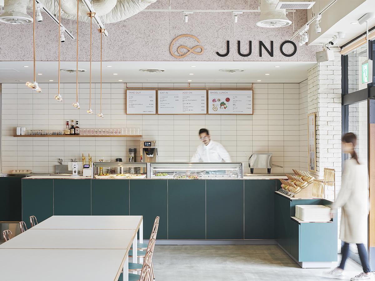 ベーグルをテーマにした新ブランドカフェ「JUNO 自由が丘本店」店内の様子