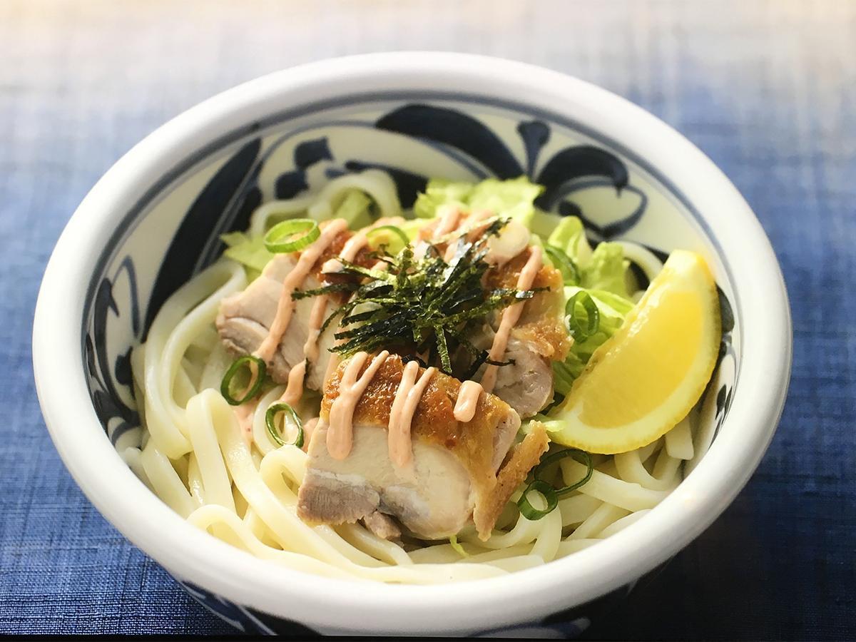 乾麺うどんを使ったメニュー「オリーブ地鶏と瀬戸内レモンの明太マヨぶっかけ讃岐うどん」