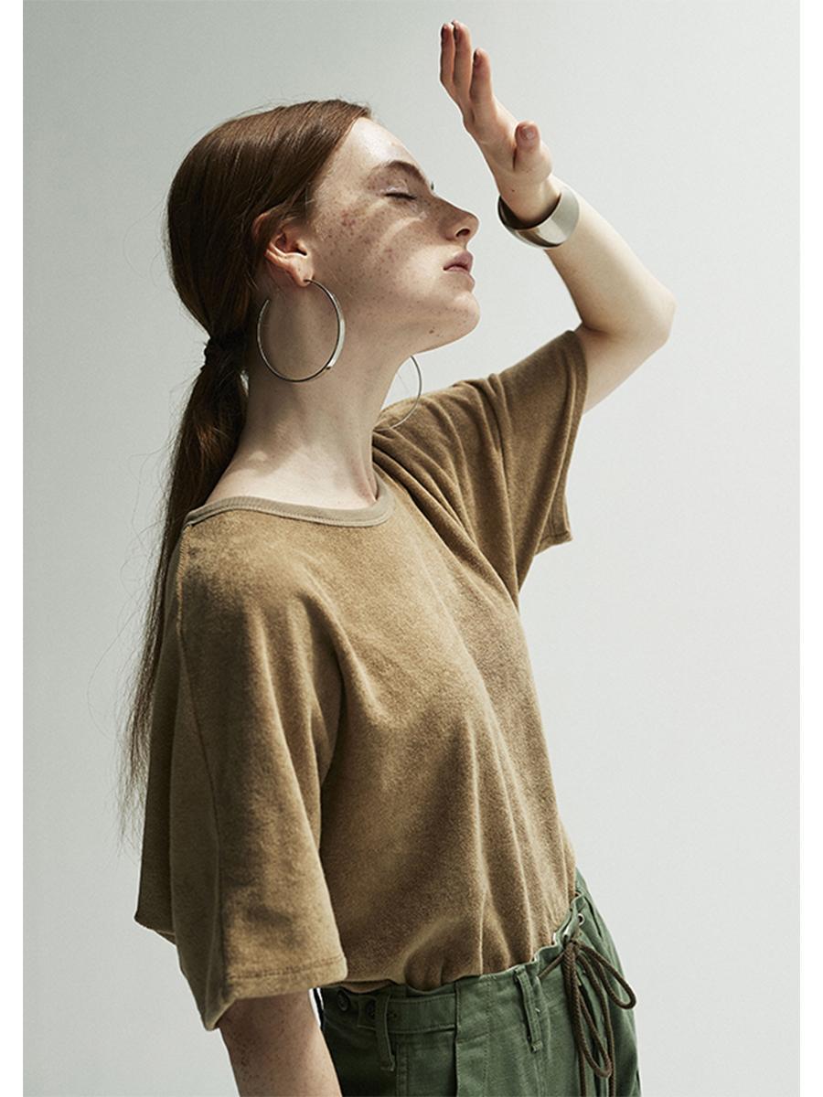 タオル作りの技術を使って開発したオリジナルパイル地「THING FABRICS」のTシャツ