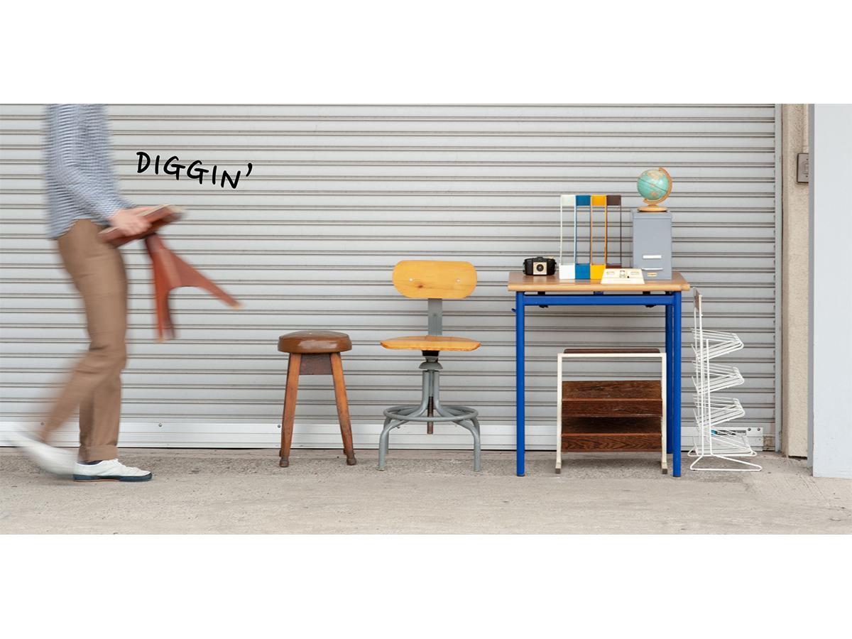 海外で買い付けたビンテージ家具やデッドストック文具を販売する「デルフォニックス」ガレージセール