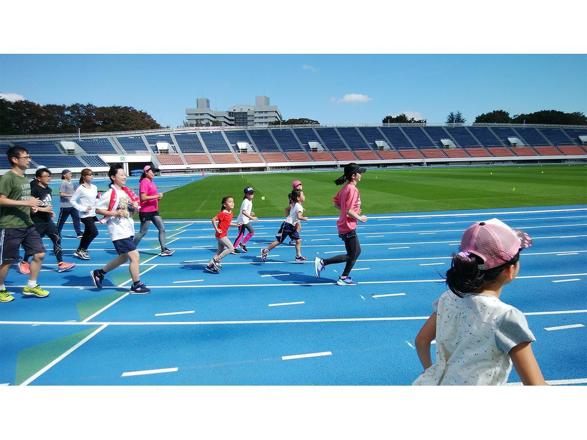 「ジョギング教室」など有名アスリートらが直接指導するスポーツ教室などプログラムも多彩(写真は過去開催時の様子)