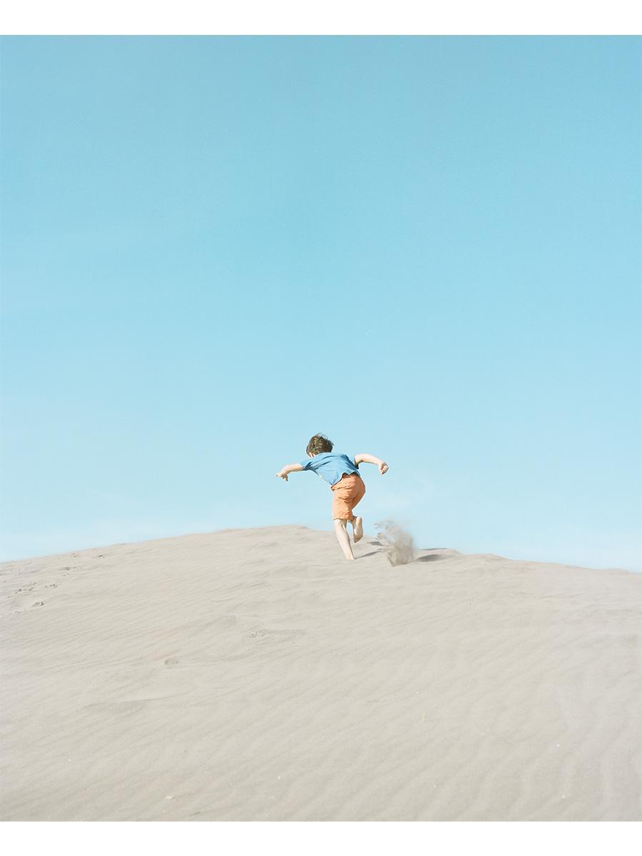 写真家・濱田英明さんの写真集「DISTANT DRUMS」作品から
