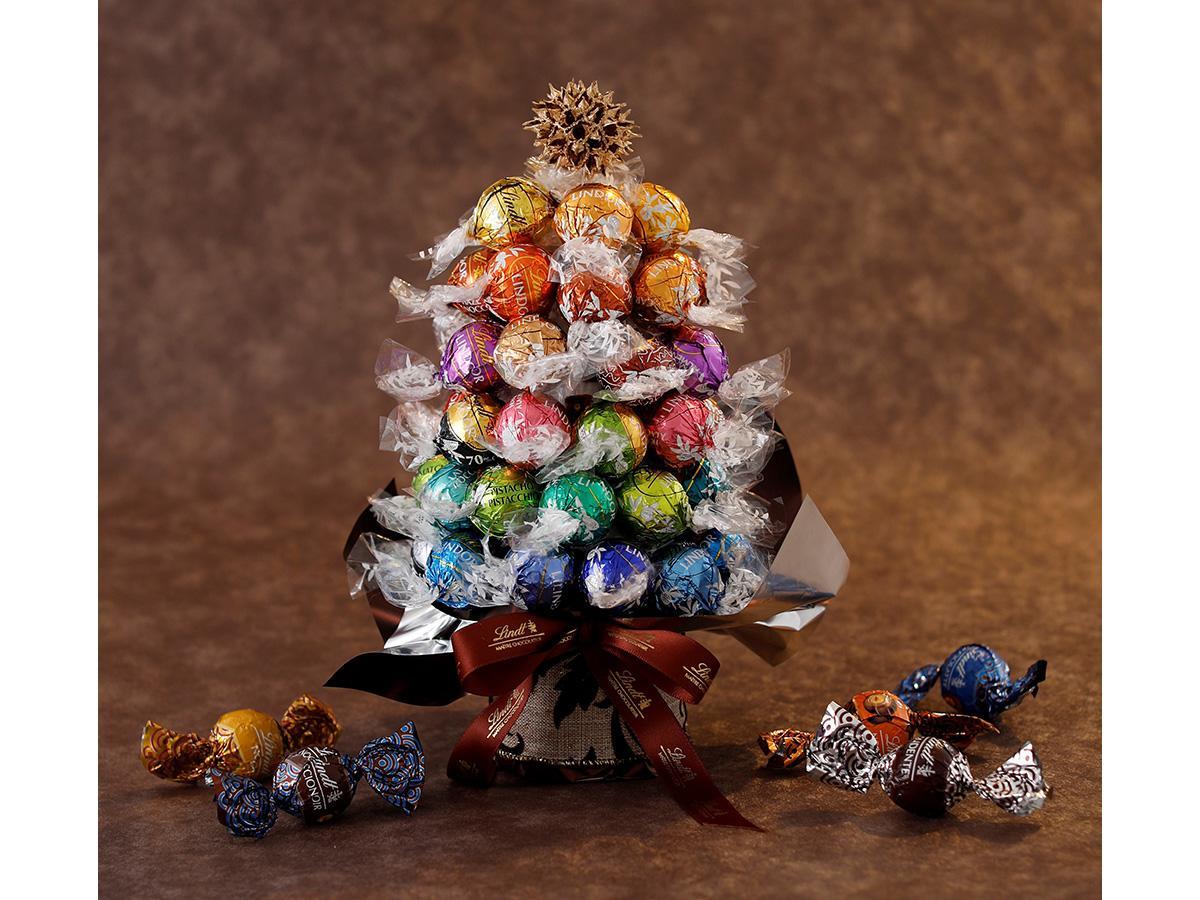 25種類の「リンドール」50個で作るクリスマスツリー