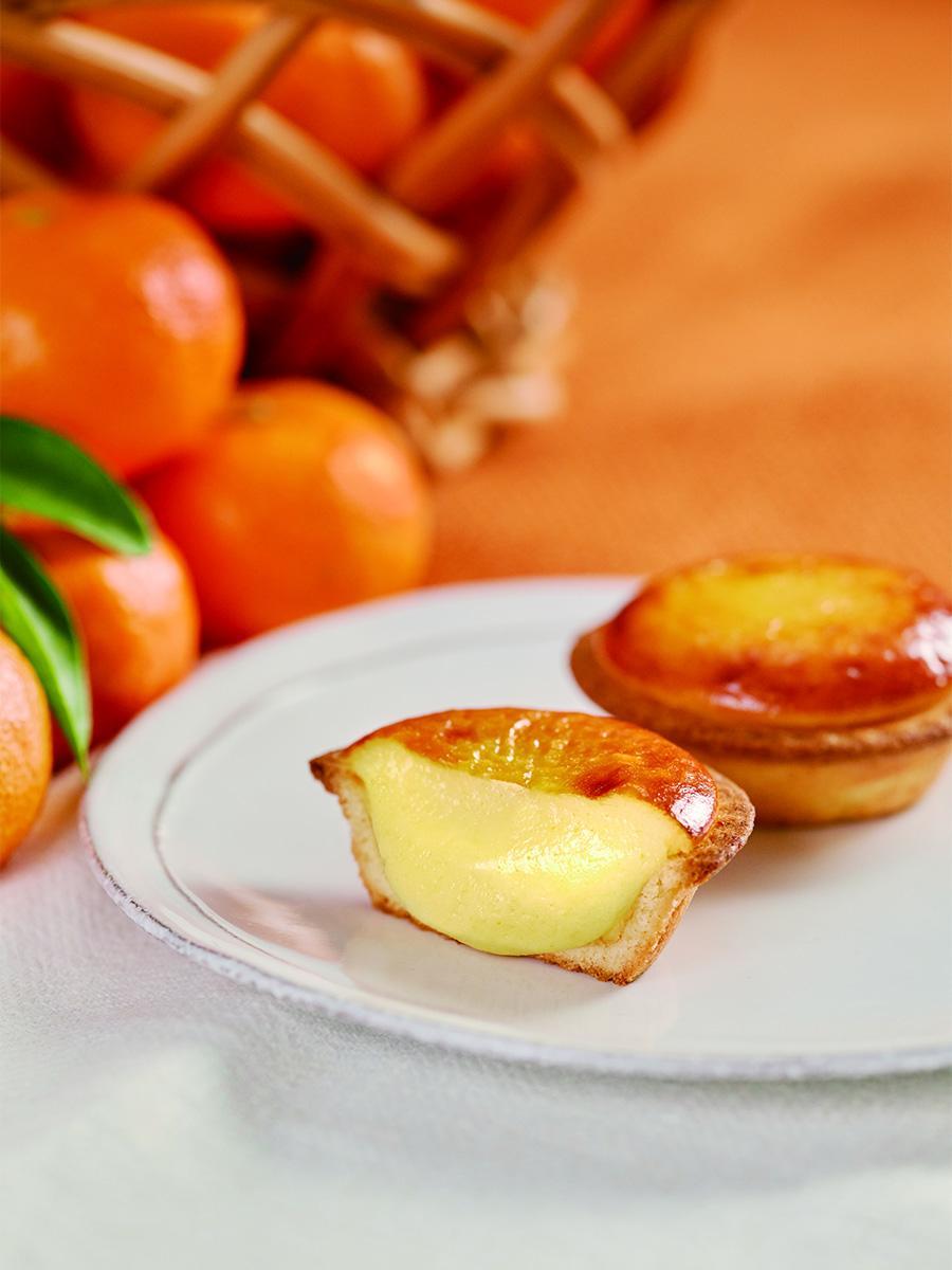 みかんチーズタルト「三ケ日みかん」のピューレとパウダーを、オリジナルブレンドのチーズムースに混ぜ込んだ「みかんチーズタルト」