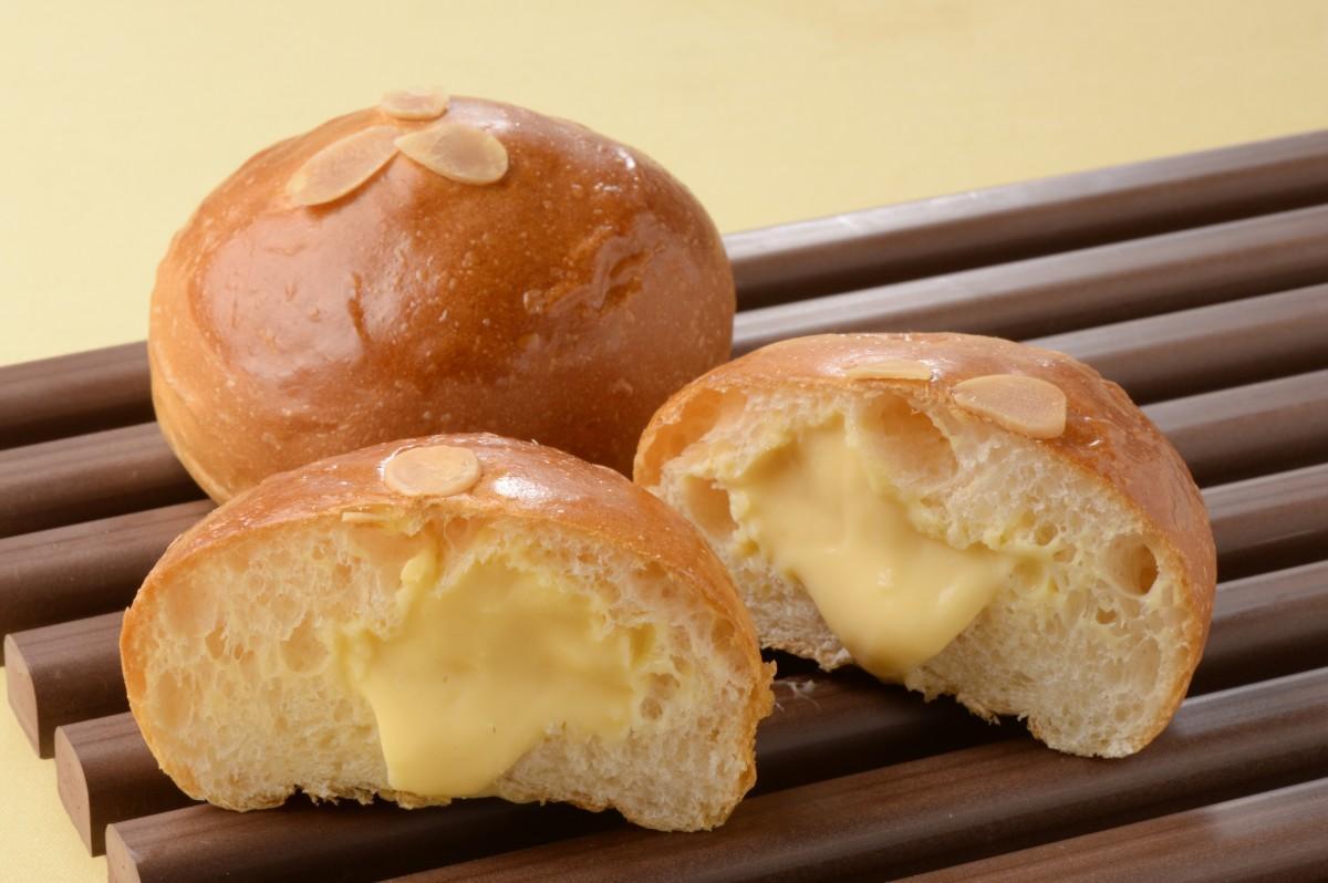 なめらかなクリームとしっとりとしたミルク生地の相性がよいという「丘の牛 クリームパン」