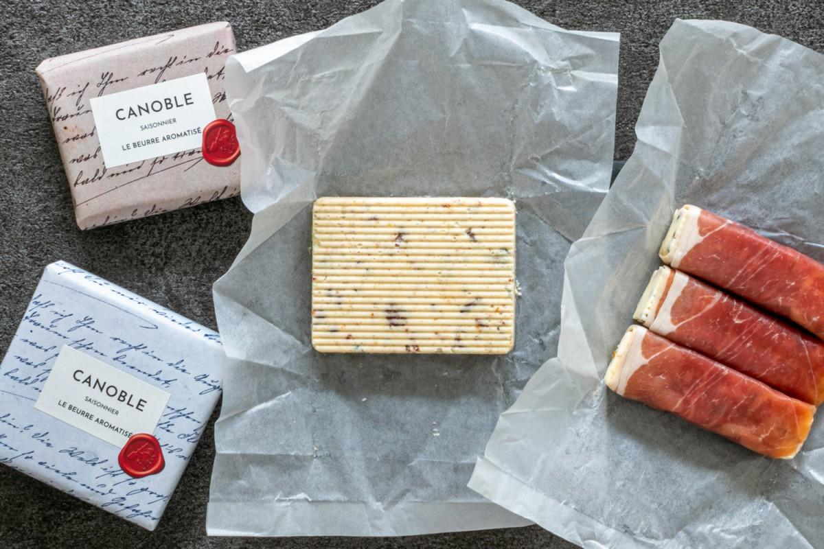 (写真左から)「ゴルゴンゾーラ・フィグ・ノワ」「木の実と干しぶどうとプロシュット」がセットになった「カノーブル・グルマン」