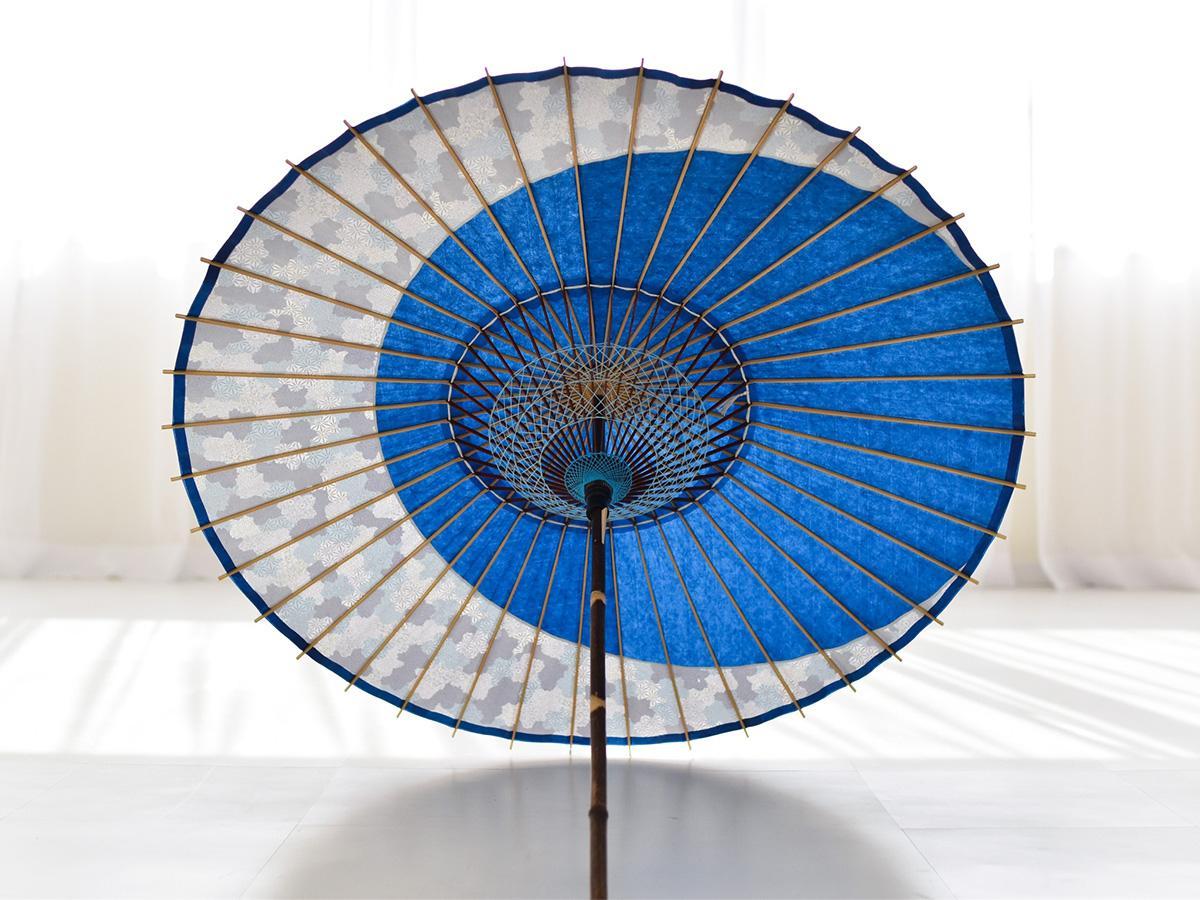 青色の和紙と紫陽花柄の和紙を合わせた日傘「月奴(つきやっこ) 青×紫陽花」