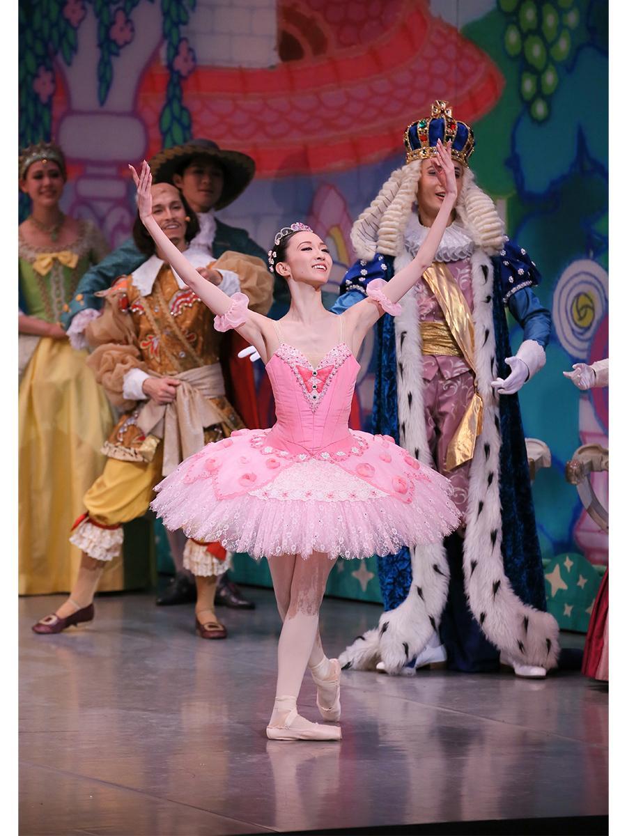 バイブリッド型プログラム「東京バレエ団 子どものためのバレエ『ねむれる森の美女』」舞台写真 © Kiyonori Hasegawa