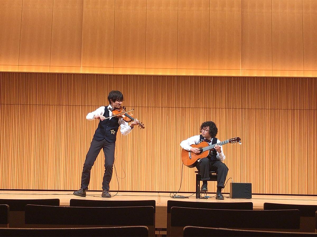 「Culture Delivery Project #カルデリ」に出演した、バイオリン&ギターデュオ「multiple(マルチプル)」