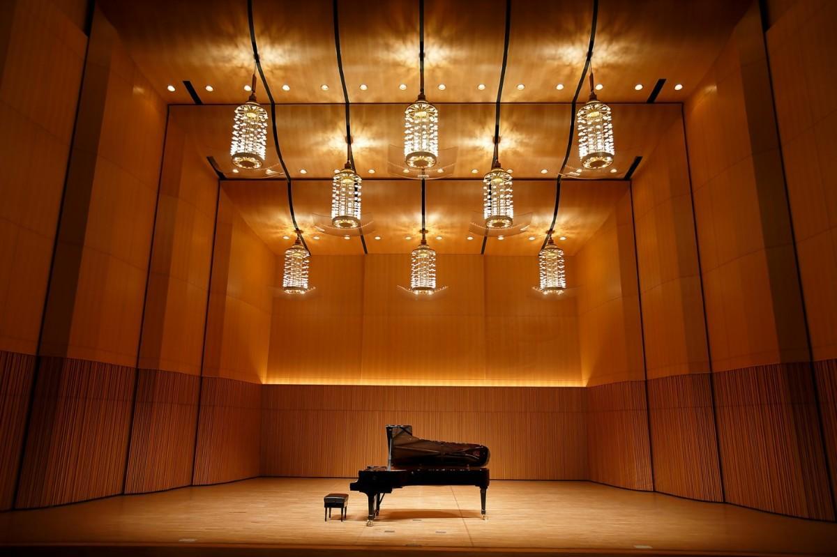 日本初のつり下げ式音響反射板を採用しためぐろパーシモンホール・大ホールで、主にコンサートに使われているピアノ「スタインウェイ D-274」