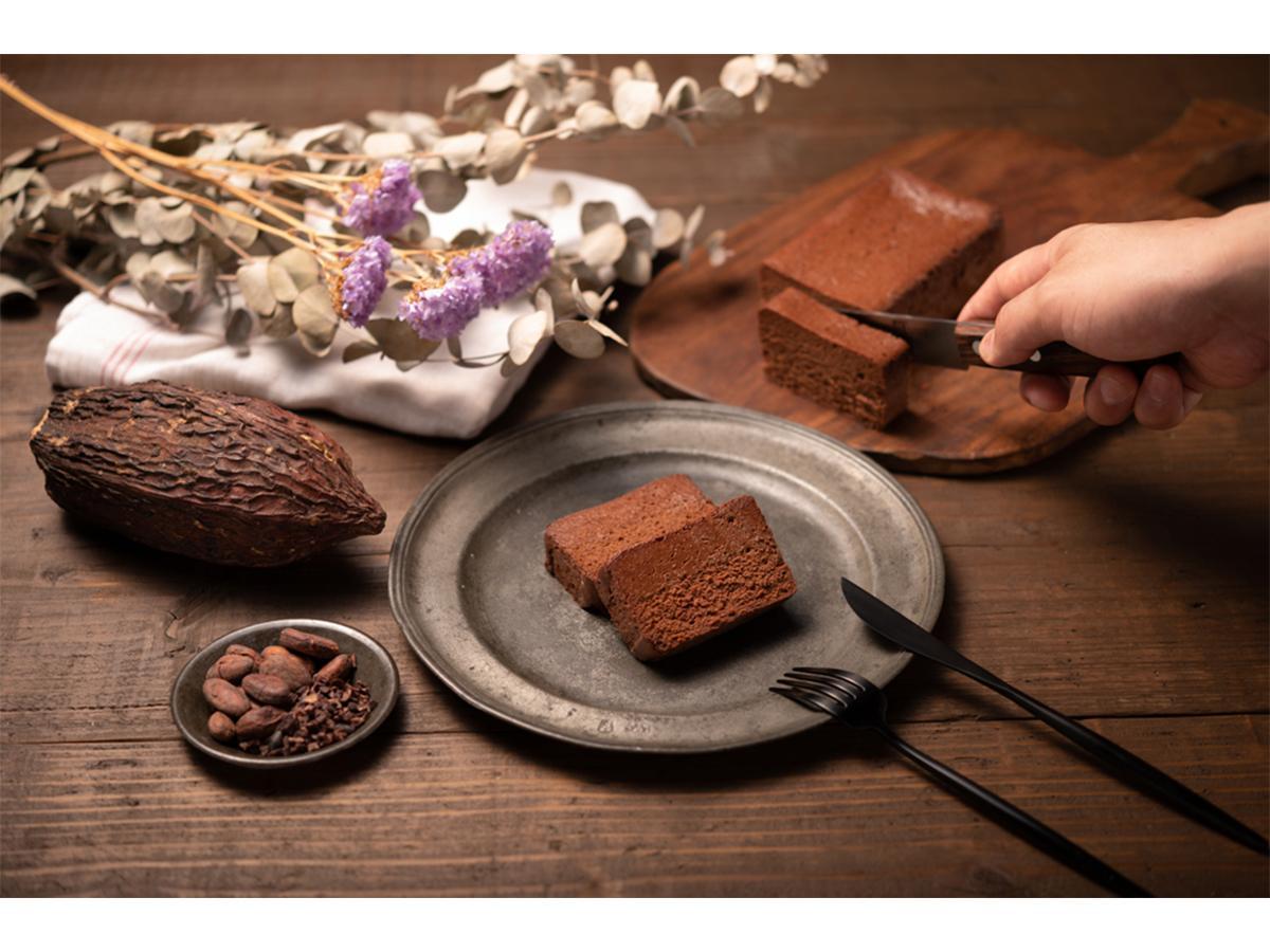 チョコレートアーティストの澤田明男さんが手掛けるガトーショコラ「THE chocola」