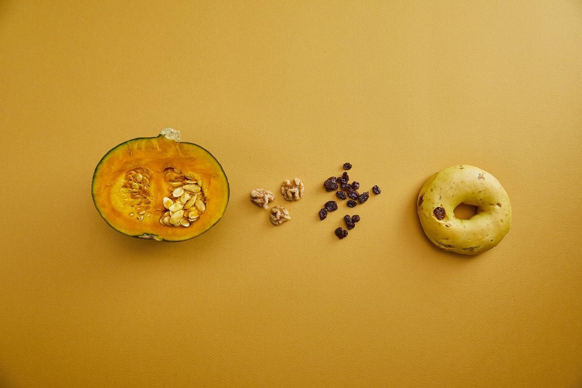 ベーグルブランド「JUNO(ジュノ)」の期間限定商品「かぼちゃレーズンベーグル」