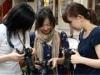 自由が丘の街中で撮影指導-オリンパスが女性向け写真講座