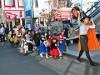 自由が丘の商店街でハロウィーン 仮装した子どもたちのパレードも