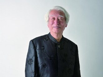 自由が丘出身「左手のピアニスト」舘野泉さん、85歳のリサイタルへ