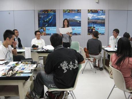 10月16日「かごしま水族館いおワールド」でTen-Biz企画会議を開催。自分の企画を発表する参加者。