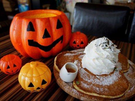 「Aloha Market」のパンケーキに新メニュー登場。ハロウィーンに合わせた「かぼちゃパンケーキ」