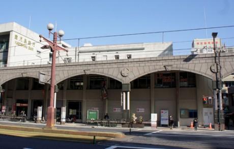 鹿児島銀行本店。シャッターが下りている部分にファミリーマートが出店予定。