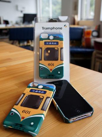 鹿児島市を走る市電がiPhone専用ケースに。iPhone4・4s・5に対応。50年以上前に作られた600系の市電をデザインしたもので、「601」は現在も現役で走る市電。