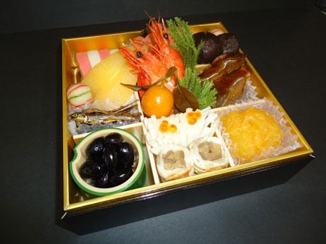 県内の食材を使った彩鮮やかなおせち料理が堪能できる。