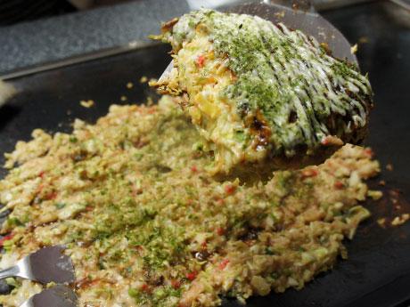 県産素材を使ったお好み焼き、もんじゃ焼き、鉄板焼きがそろう。