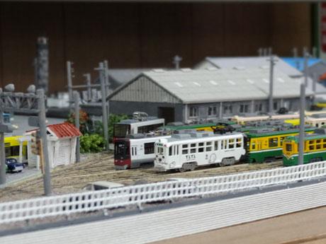 市立図書館で展示中の交通局施設のジオラマ