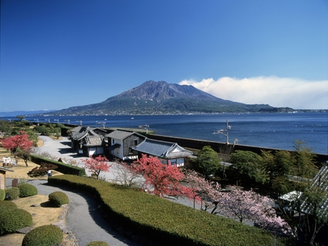 鹿児島・仙巌園で「薩摩のひなまつり」 曲水の宴も