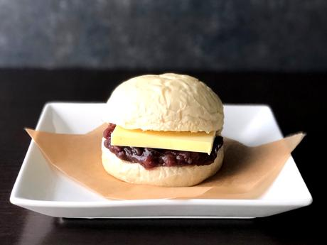 鹿屋のパン店DERI&CAFE koms(デリアンドカフェ・コムス)の「あんバターサンド」