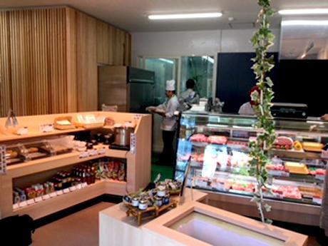 ショーケース横に新設された惣菜コーナー