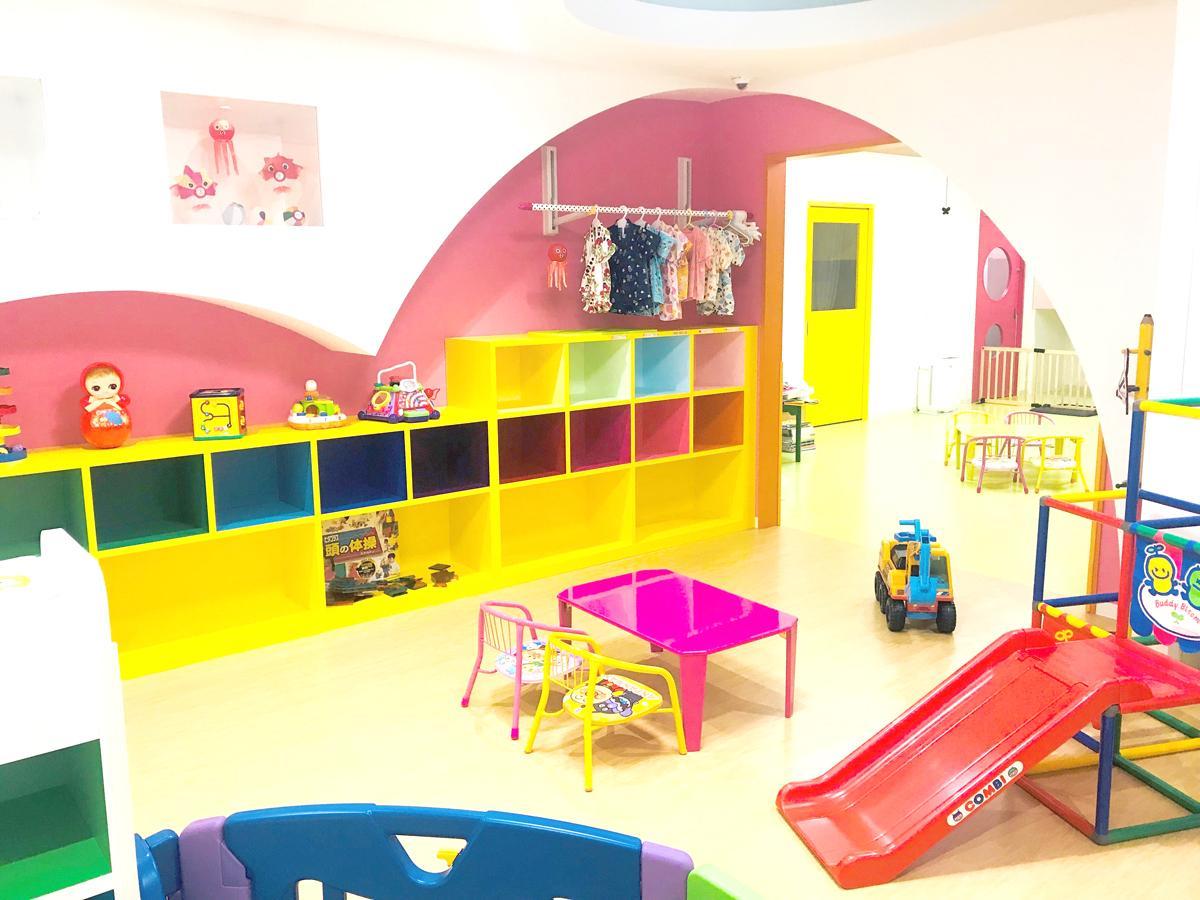 「おもちゃ屋さんの保育園」の保育室